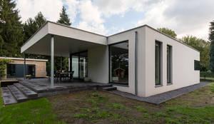 บ้านและที่อยู่อาศัย by CHORA architecten