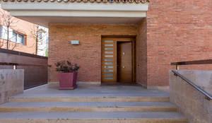مرکزی دروازہ by Decara