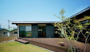 三角テラス: H建築スタジオが手掛けた庭です。