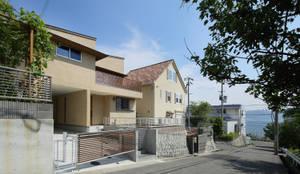 海の見える家: アトリエdoor一級建築士事務所が手掛けた一戸建て住宅です。