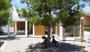 MAISON ELIANA: Maisons de style de style Minimaliste par CALMM ARCHITECTURE