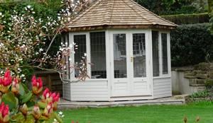 Thw Wraysbury Summerhouse: classic Garden by Chelsea Summerhouses Ltd