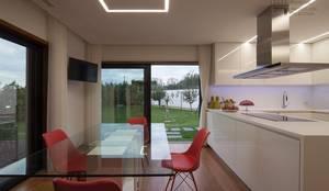 Cozinha: Armários de cozinha  por VON HAFF Interior Design