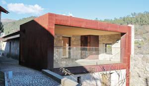 Casa no Gerês: Moradias  por Atelier Vyasa