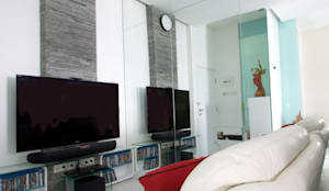 LIVING THE OPEN PLAN APARTMENT @ SEASON CITY, WEST JAKARTA:  Ruang Keluarga by PT. Dekorasi Hunian Indonesia (DHI)