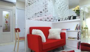 COZY PLACE FOR WEEKEND GETAWAY @ GREEN PRAMUKA APARTMENT, EAST JAKARTA:  Ruang Keluarga by PT. Dekorasi Hunian Indonesia (DHI)