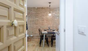Moderno y acogedor - Interiorismo y Home Staging en Barcelona: Salones de estilo escandinavo de Dekohuset