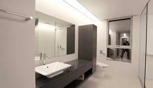 Bath room: kimapartners co., ltd.의  화장실
