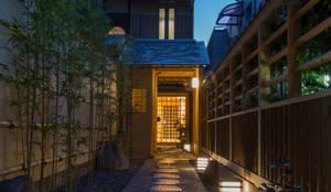 ART GALLERY  逢友: 一級建築士事務所 (有)BOFアーキテクツが手掛けた廊下 & 玄関です。