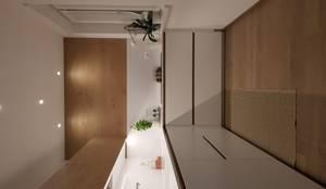 CUCINA MODERNA: Cucina attrezzata in stile  di ARREDAMENTI PIVA