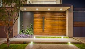 Entrada Principal: Puertas de estilo  por René Flores Photography
