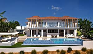 Exterior : Casas de estilo clásico de Pacheco & Asociados
