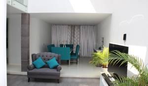 Casa Nordika: Pasillos y recibidores de estilo  por Itech Kali