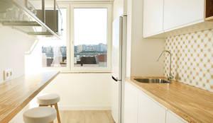 A Casa da Carolina e do Nuno: Cozinhas escandinavas por Homestories