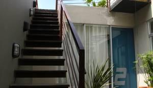 Escalera a  Planta alta: Escaleras de estilo  por RIVAL Arquitectos  S.A.S.