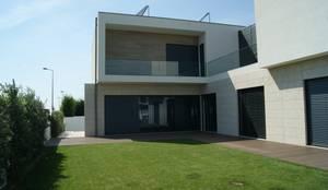 Moradia em Labruge - Tipologia T4: Casas unifamilares  por EsboçoSigma, Lda