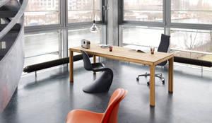Büroeinrichtung, Arbeitsplatzgestaltung:  Bürogebäude von BANDYOPADHYAY interior