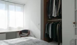 Bureau // Dressing // Chambre // Echoppe BORDEAUX La Bastide: Dressing de style  par FABRIQUE D'ESPACE