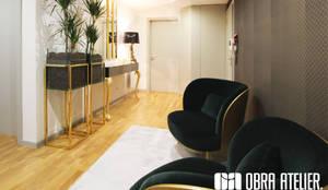 Hall: Corredores e halls de entrada  por OBRA ATELIER - Arquitetura & Interiores