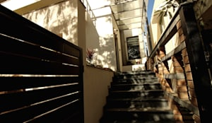 ENTRANCE STEPS:  Stairs by de square