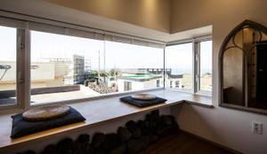 제주 두모리 주택: 더 이레츠 건축가 그룹의  창문,컨트리