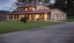 CHALET EN LUBRE: Casas de estilo  de MORANDO INMOBILIARIA