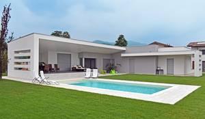 Villa moderna in legno a Bergamo: Casa di legno in stile  di Marlegno