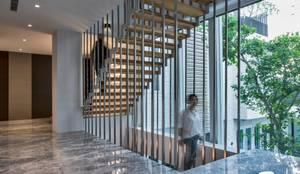 Escaleras de estilo  por Zendo 深度空間設計,