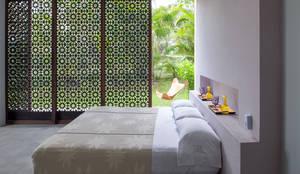 Casa Mesa de Yeguas X-13: Habitaciones de estilo moderno por NOAH Proyectos SAS