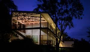 Vista Nocturna: Casas unifamilares de estilo  de Mayúscula Arquitectos