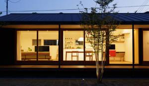 L字の家: toki Architect design officeが手掛けた木造住宅です。