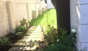 Acceso casa Providencia : Jardines de estilo clásico por Bächler Paisajismo