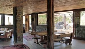 Casa Caleu II, Quincho: Comedores de estilo  por Crescente Böhme Arquitectos,