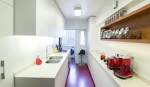 Cocinas equipadas de estilo  por Crescente Böhme Arquitectos