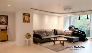 강남구 압구정동 현대아파트 48평: 디자인담다의  거실