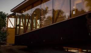 Muro cortina y muro hormigon: Casas de estilo moderno por PhilippeGameArquitectos