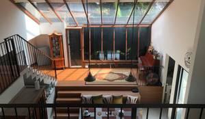 Projekty,  Salon zaprojektowane przez SAE Studio (PT. Shiva Ardhyanesha Estetika)