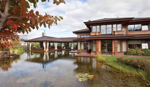 Фасад дома.: Загородные дома в . Автор – AMG project