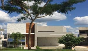 FACHADA CASA térrea: Condomínios  por Andréa Generoso - Arquitetura e Construção