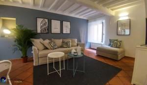 غرفة المعيشة تنفيذ Angela Paniccia Home Staging& Redesigner  - Consulente d'immagine immobiliare