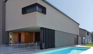 Villa in legno moderna a Flero (Brescia): Villa in stile  di Marlegno