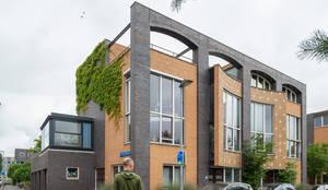 uitbreiding woning op dakterras : moderne Keuken door Architect2GO