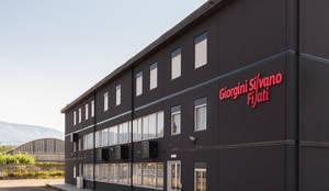 Headquarter GIORGINI SILVANO FILATI: Case in stile in stile Industriale di B+P architetti