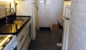 Cozinha Apartamento Copacabana - Rio de Janeiro: Cozinhas modernas por Claudia Saraceni