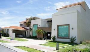 Casas de estilo moderno por VISION+ARQUITECTOS