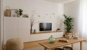 Sala | Depois: Salas de estar escandinavas por MUDA Home Design