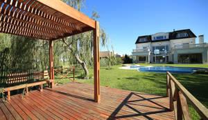 Casa San Eliseo Golf & Country: Jardines de estilo  por ARQCONS Arquitectura & Construcción,