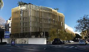 Diseño de apartamentos de lujo en Marbella: Casas multifamiliares de estilo  de AVANTUM
