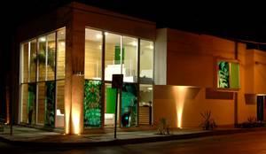 Casa NEO Spa: Casas de estilo  por TaAG Arquitectura