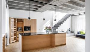 Phòng khách theo Corneille Uedingslohmann Architekten,